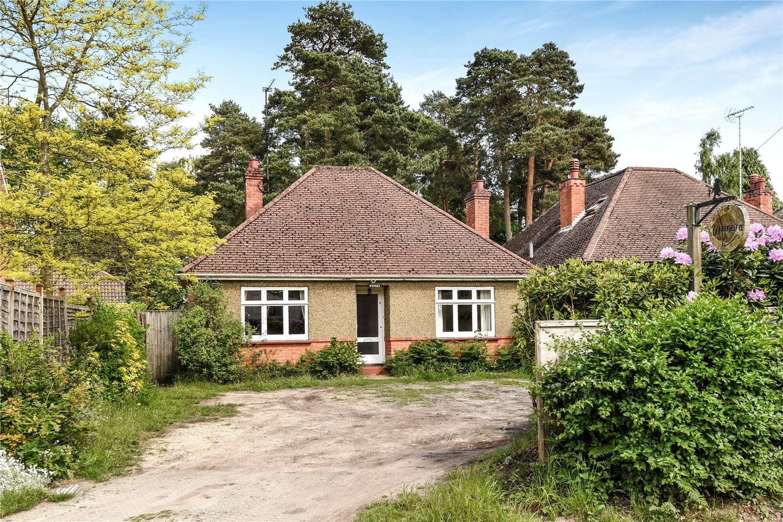2 Bedrooms Detached Bungalow for sale in Soldiers Rise, Finchampstead, Wokingham, Berkshire, RG45