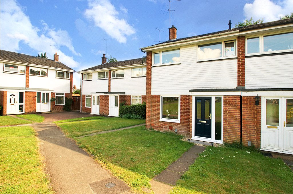 3 Bedrooms Semi Detached House for sale in St. Pauls Gate, Wokingham, Berkshire, RG41