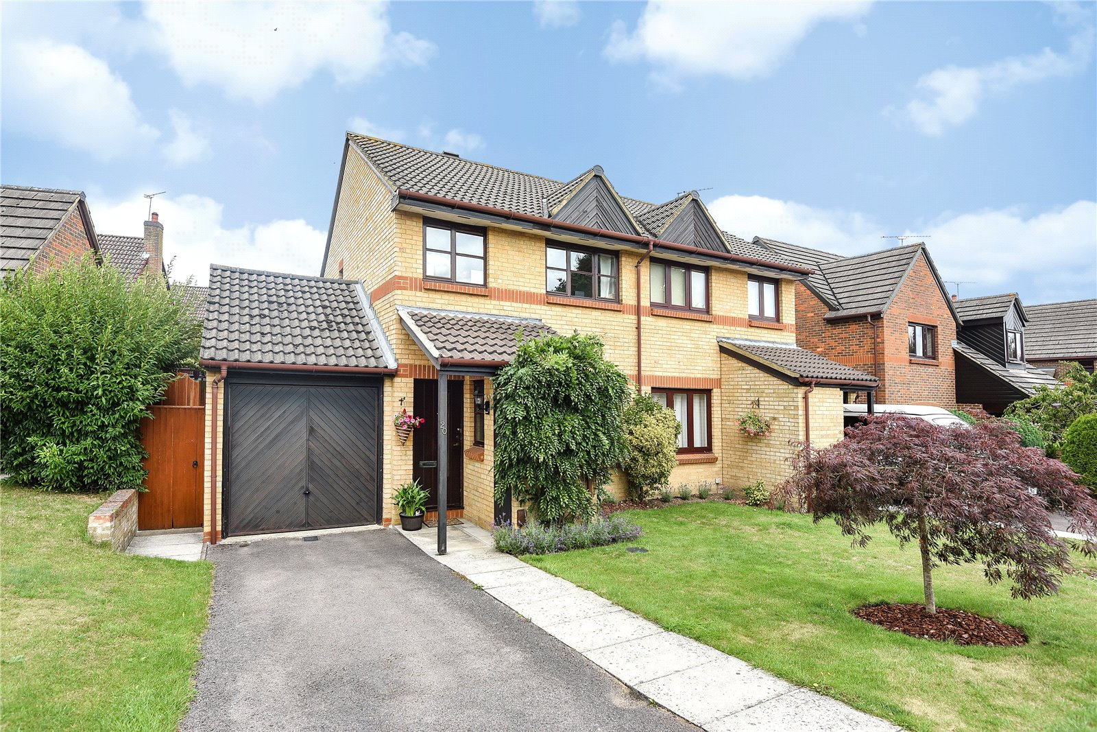 3 Bedrooms Semi Detached House for sale in Bishops Drive, Wokingham, Berkshire, RG40