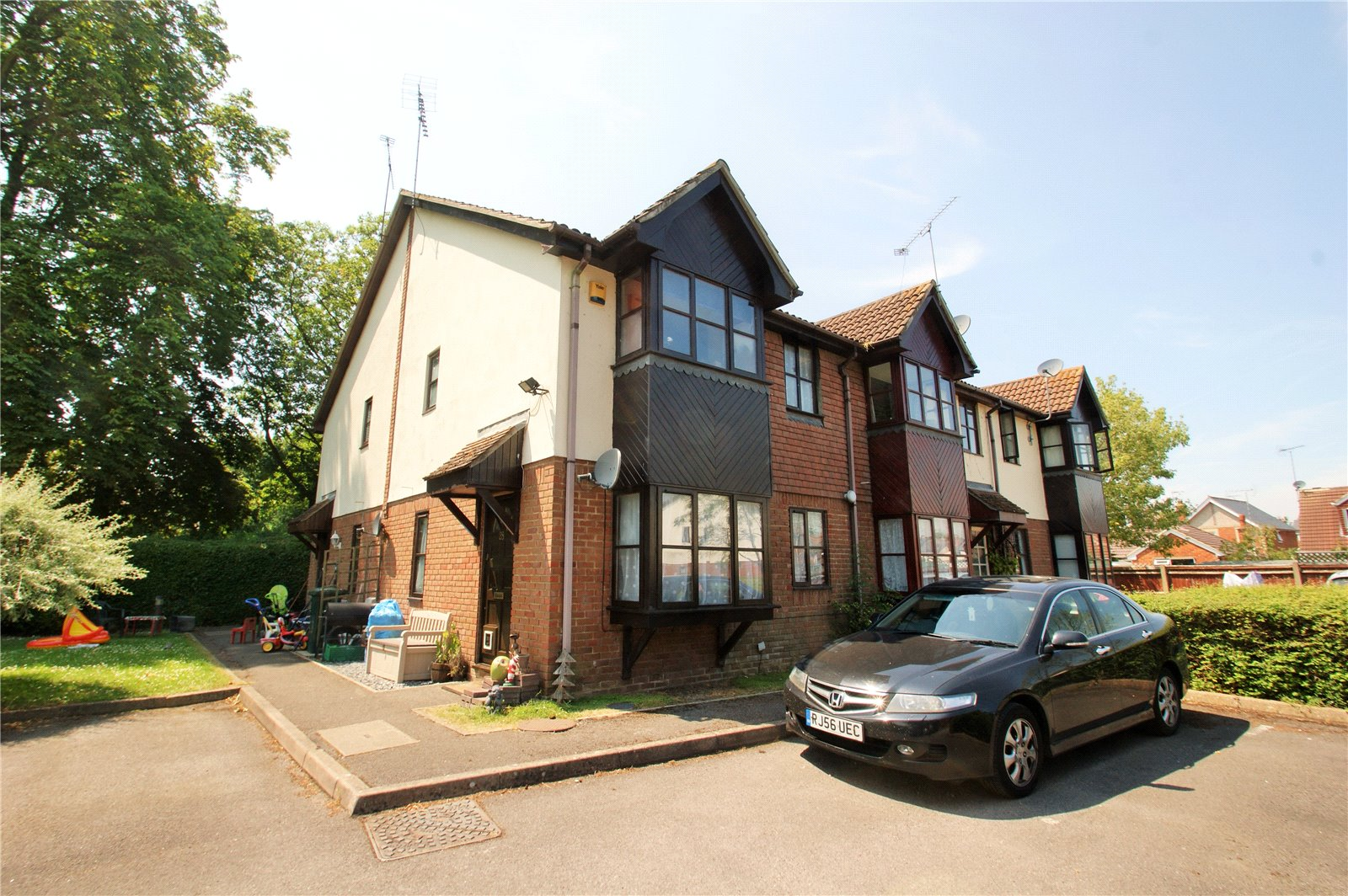 2 Bedrooms End Of Terrace House for sale in Orchard Close, Wokingham, Berkshire, RG40