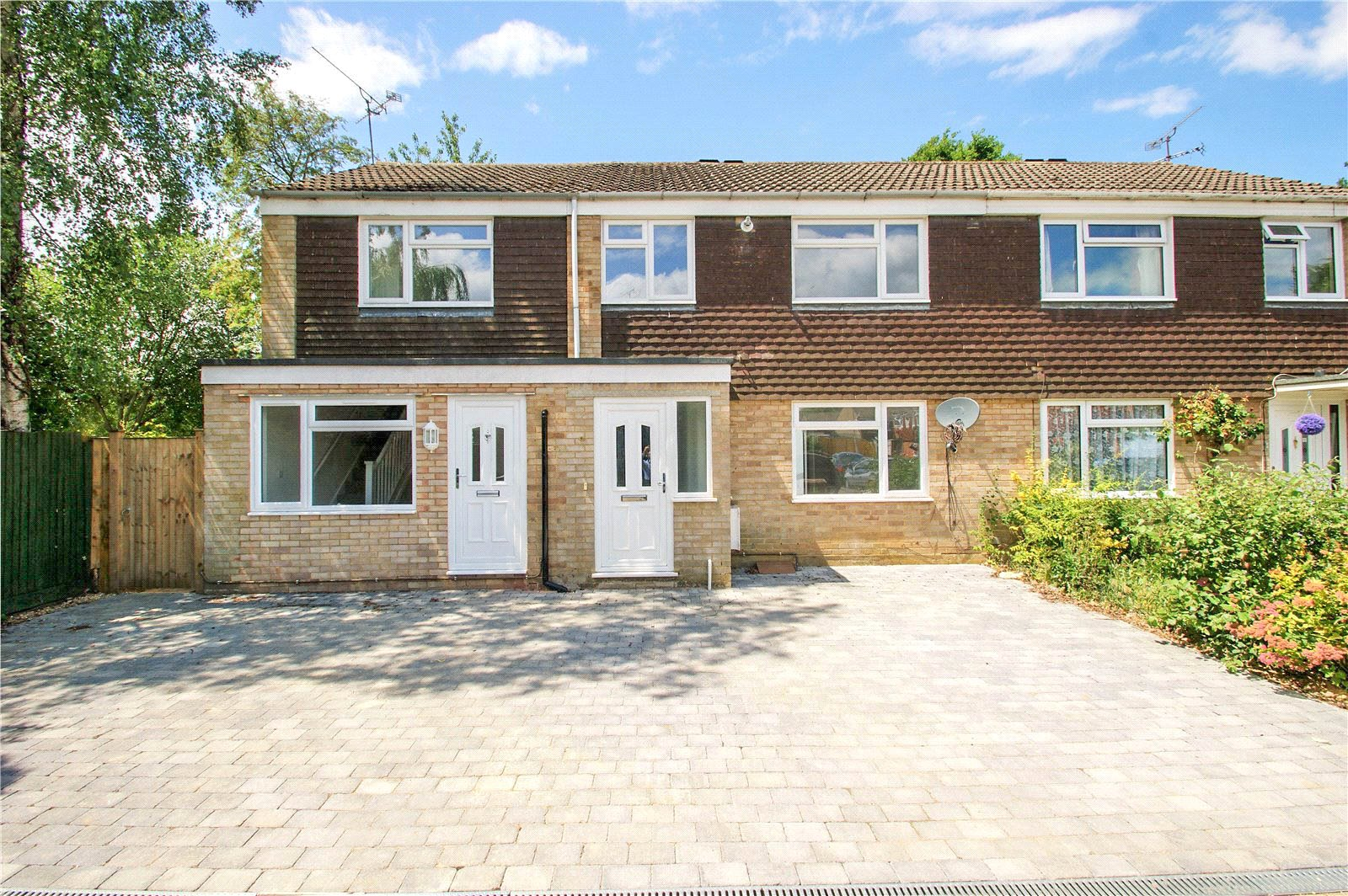 3 Bedrooms Terraced House for sale in Hutsons Close, Wokingham, Berkshire, RG40