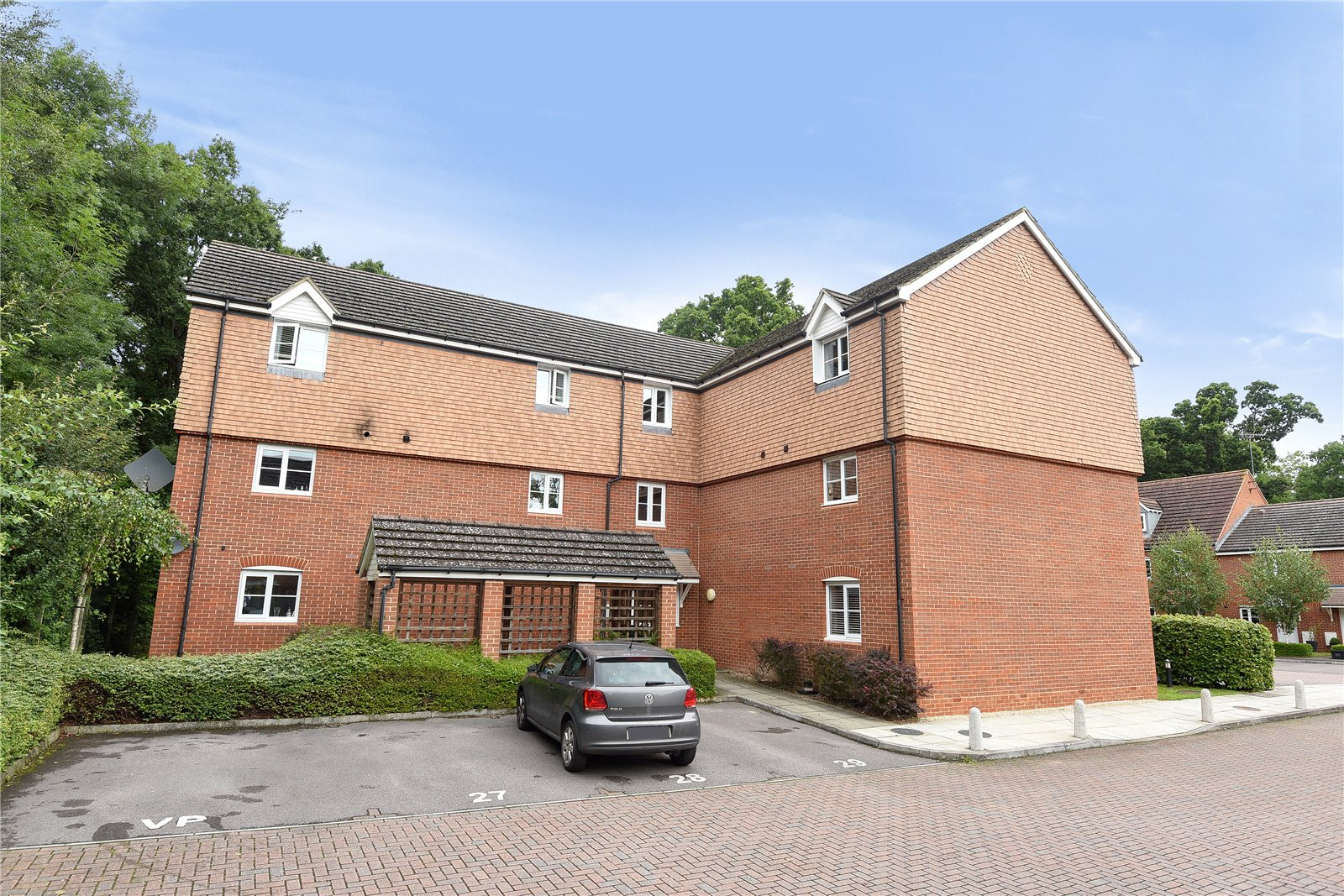 2 Bedrooms Apartment Flat for sale in Poperinghe Way, Arborfield, Reading, Berkshire, RG2