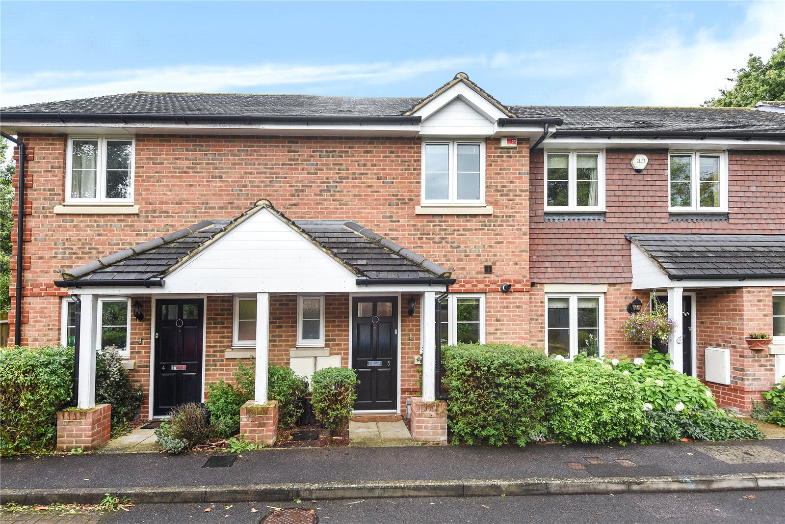 2 Bedrooms House for sale in Rowland Place, Wokingham, Berkshire, RG41