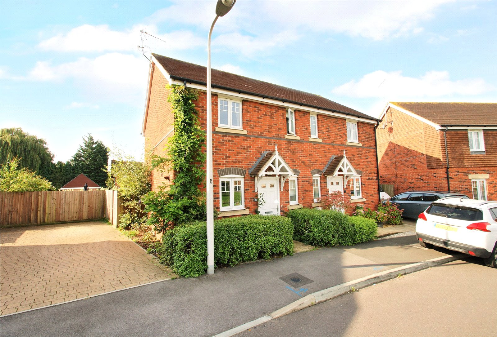 2 Bedrooms Semi Detached House for sale in Carina Drive, Wokingham, Berkshire, RG40