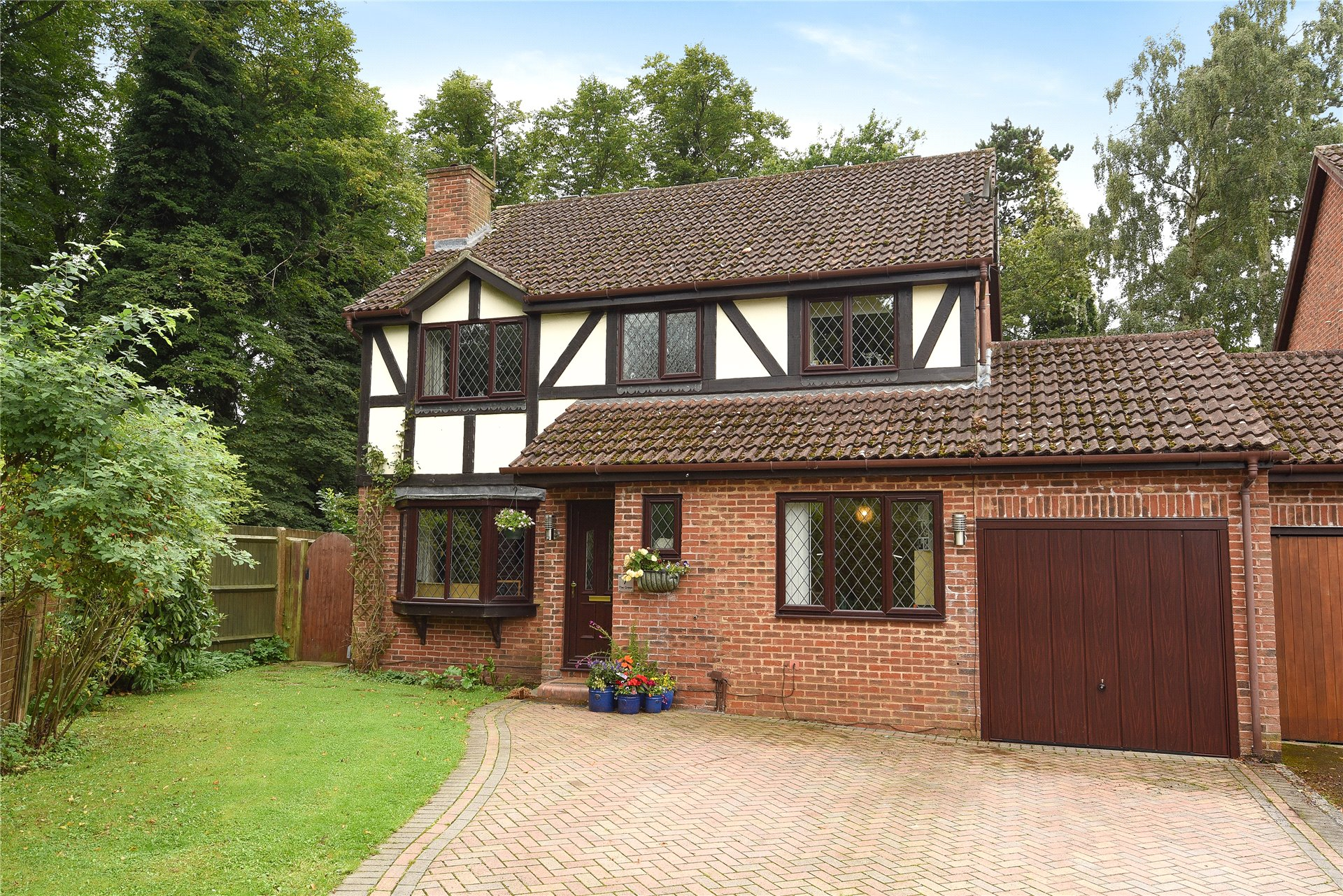 4 Bedrooms Link Detached House for sale in The Green, Woosehill, Wokingham, Berkshire, RG41