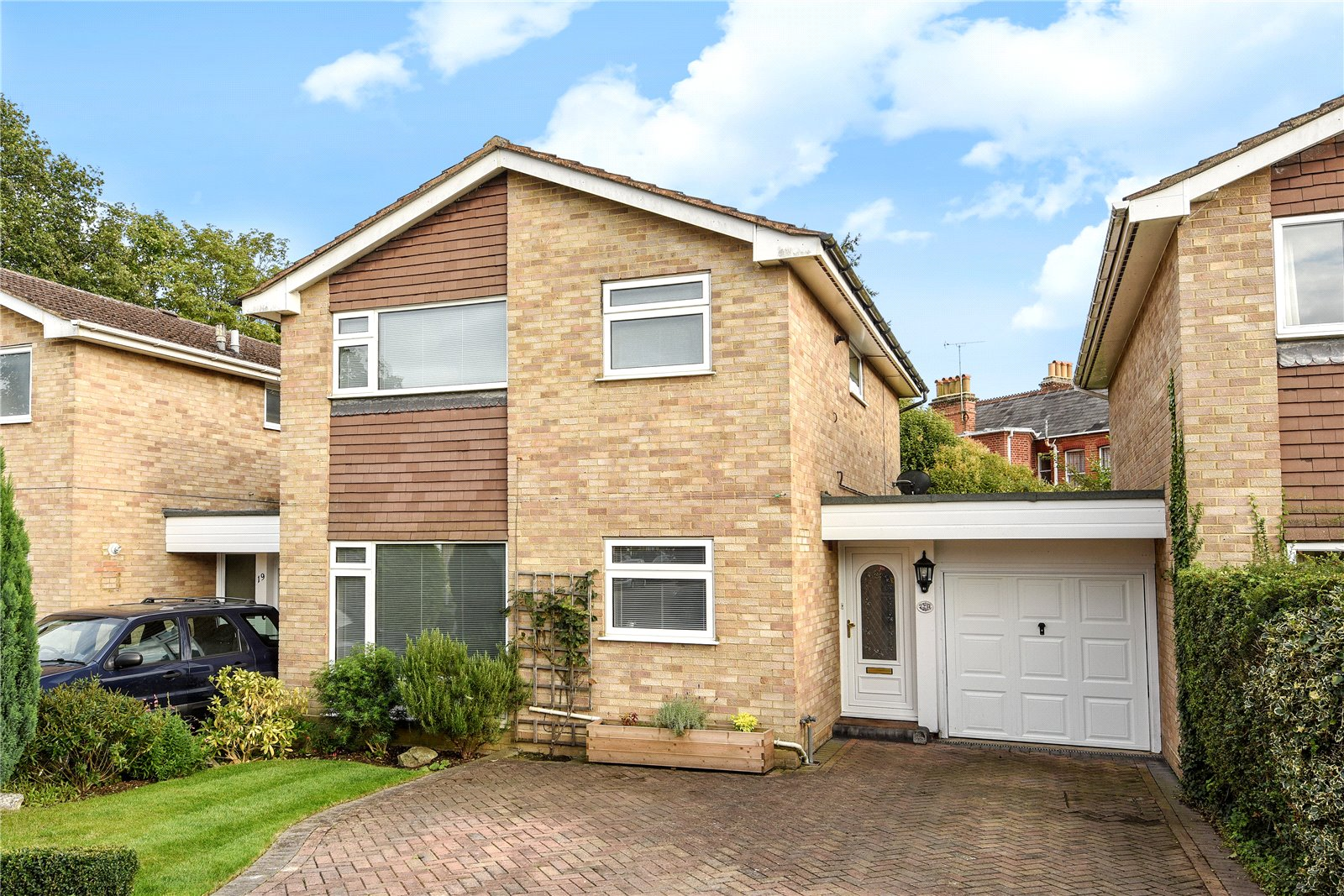 3 Bedrooms Link Detached House for sale in Holmewood Close, Wokingham, Berkshire, RG41