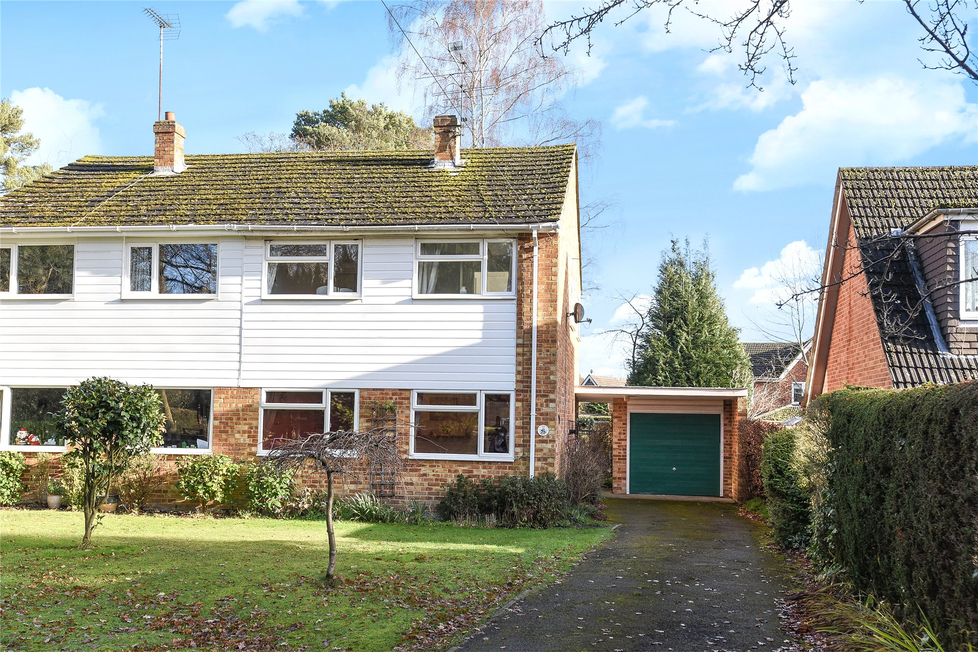 3 Bedrooms Semi Detached House for sale in Pine Drive, Finchampstead, Wokingham, Berkshire, RG40
